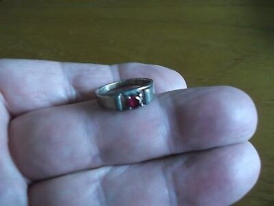 METAL DETECT FIND SILVER STAMPED RUBY RED COLOURED GEMSTONE RING 99p BRN