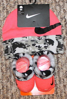 New! Baby Girls Nike 3 pc Set (Infant Booties+Hat; Pink/Gr Camo) - Size 0-6 mo