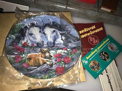 "1982 Violet Parkhurst HORSES IN ACTION "" FAMILY PORTRAIT "" Plate with Box  g"