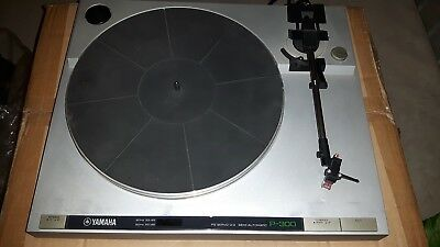 Yamaha P-300 Giradischi Record Player Turnatable Revisionato Phono P300