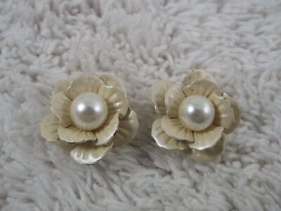 White Bead Enamel Flower Pierced Earrings (C4)