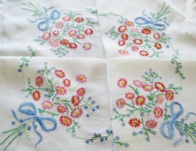 VINTAGE TABLECLOTH HAND EMBROIDERED BOUQUETS of DAISIES-LINEN