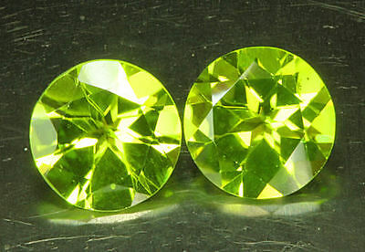 PERIDOT - PAAR     rund   ~ 8,9 mm      tolle  Farbe      4,54 ct
