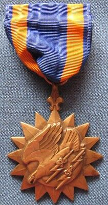 """Wrap brooch US Air Medal officially engraved """"1st. LT./William P./Carlyon/A.C."""""""