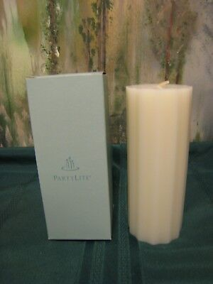 """PARTYLITE NIB ICED STRAWBERRIES CO7123 SCALLOPED PILLAR 3"""" x 7"""" FLAT TOP RETIRED"""