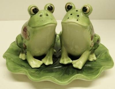 3 PC FROG SALT & PEPPER Frogs on Lily Pad Tray SHAKER SET Shakers Flowers