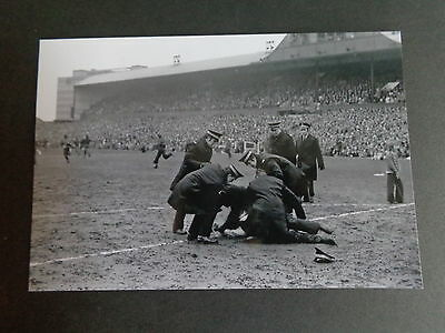 """NEWCASTLE UNITED v NOTTINGHAM FOREST FA CUP Riot 1970s  6""""x4"""" PHOTO REPRINT"""