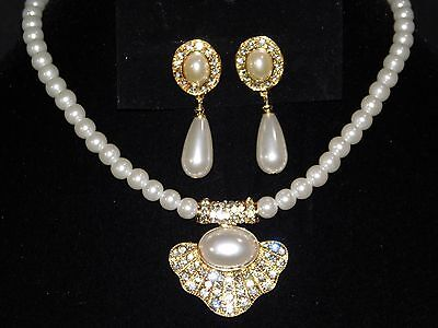 Beautiful Shiny Sea Shell Ivory Pearl Design Crystal Gold Necklace, Earrings Set