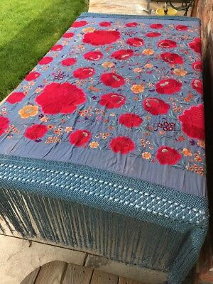 ANTIQUE VINTAGE CHINESE CANTON Heavy EMBROIDERED SILK PIANO SHAWL Vibrant