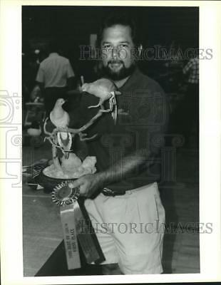 1992 Press Photo Phil Galatas won Gulf South award with his wood carving