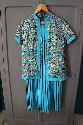 Antique skirting pleated and his blouse Turquoise - Holding big picture