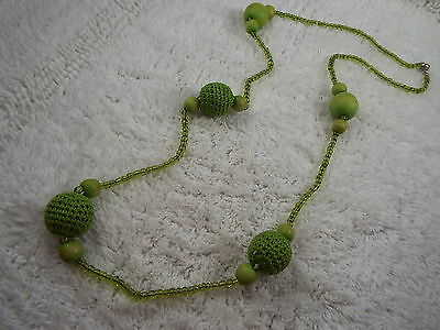 Green Glass Wood Knit Bead Necklace (A78)