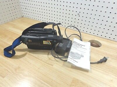 Sony CCD-TR33 Video Camera Recorder Handycam w/Charger & Manual