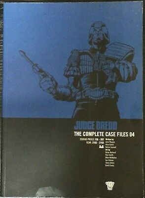 2000AD ft JUDGE DREDD: THE COMPLETE CASE FILES 04 - GRAPHIC NOVEL - VGC