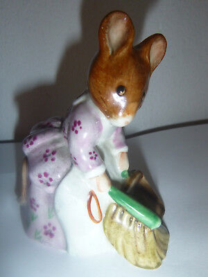 "Beatrix Potter`s  ""Hunco Munco Sweeping"" Beswick England, Copyright 1977"