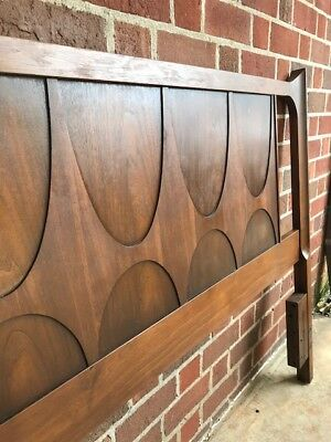 Fine Broyhill Brasilia Walnut Panel Bed