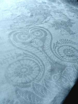 Antique Victorian 7ft long white Irish linen damask tablecloth - lovely design