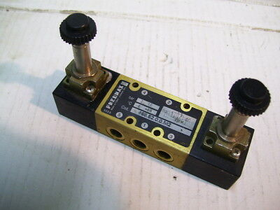 New Pneumax 468.52.0.0.m2 Dual Solenoid Directional Control Valve P2390A