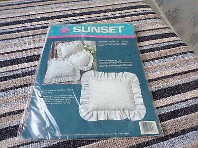 "**Vintage Dimensions Sunset Crewel Embroidery Cushion Kit 14 x 12"" **"