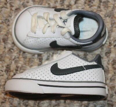 578881f7b72d Baby Boys Girls Nike Sweet Classic Low Shoes (White Gray)