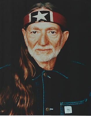 Willie Nelson 8 X 10 Photo With Ultra Pro Toploader