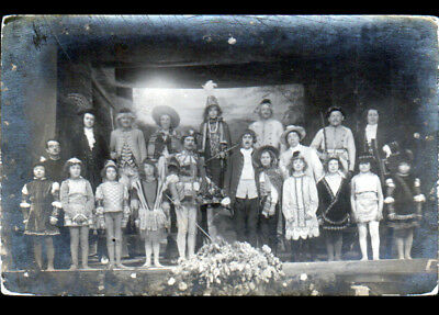 ARTISTES avec ENFANTS / SCENE DE THEATRE / Carte-photo postale