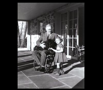 President Franklin Roosevelt Wheelchair Dog PHOTO,1941 FDR Great Depression Prez