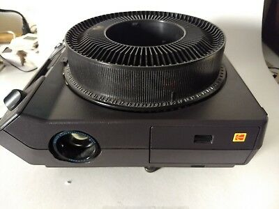 Working Kodak 35 mm Slide Projector and Carousel Model 4600 w/Remote