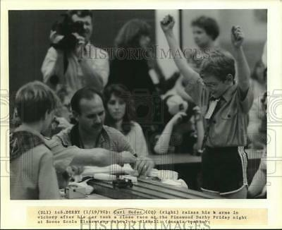 1990 Press Photo Carl Hudec raises his arms in victory at the Pinewood Derby