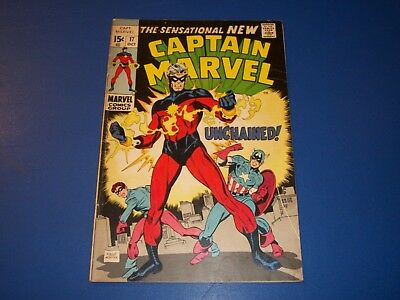 Captain Marvel #17 Great Cover 1st Red Costume Key Captain America Wow