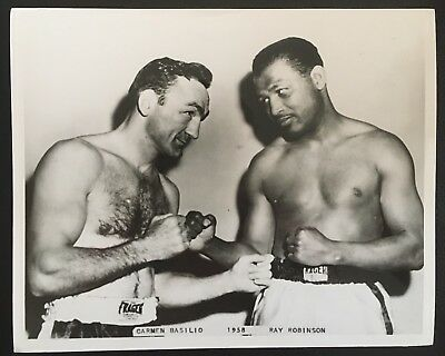 Superb Photograph Of Legends Sugar Ray Robinson + Carmen Basilio Weigh In 1958!!