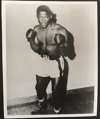 Superb Photograph Of The Legendary Two Weight  Champion Emile Griffith In Pose!!
