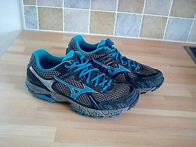1 pair of MIZUNO WAVE ASCEND 6 walking (trail) trainers. Size 7•5.
