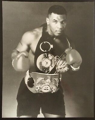 Lovely Photograph Of The Legendary Heavyweight Champion Mike Tyson In Pose!!