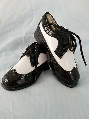 Used Great Shape Toddler Black White Zoot Shoes Lace up/'s Oxford TUXXMAN