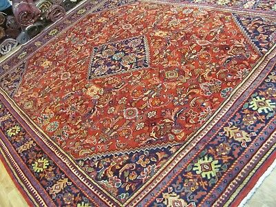 A CHARMING OLD HANDMADE TRADITIONAL ORIENTAL CARPET (394 x 300 cm)