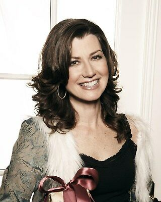 Amy Grant 8 x 10 / 8x10 GLOSSY Photo Picture
