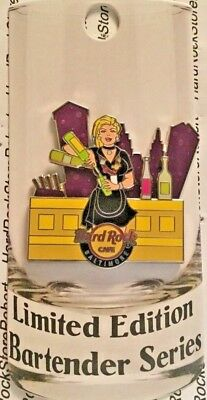 2018 Hard Rock Cafe Baltimore Blond Weiblich Barkeeper Serie LE300 Pin