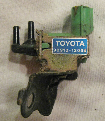 1994-04 Toyota Tacoma T100 4Runner EGR Vacuum Switch Valve 90910-12065 4 Cyl