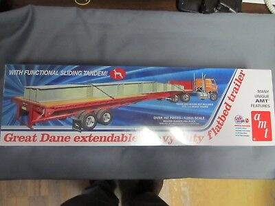 AMT #1111 Great Dane Extendable Heavy Duty Flatbed.  1/25th scale.  Sealed.