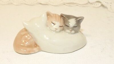 Royal Copenhagen Mini Collection 684 / 3 Curled Up Cats