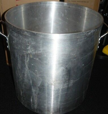Eagleware EW60 Professional Aluminum Stock Pot 60-Quart & A Large Strainer