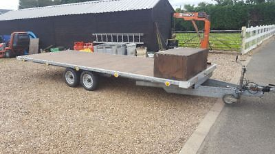 Twin axle trailer with crane
