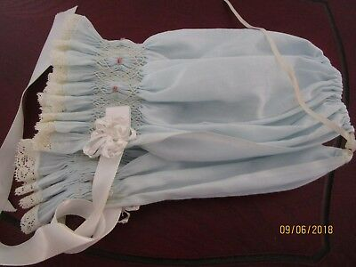 VINTAGE SMOCKED BABY BONNET BABY BLUE VG with LACE & SATIN RIBBON SO PRETTY !!