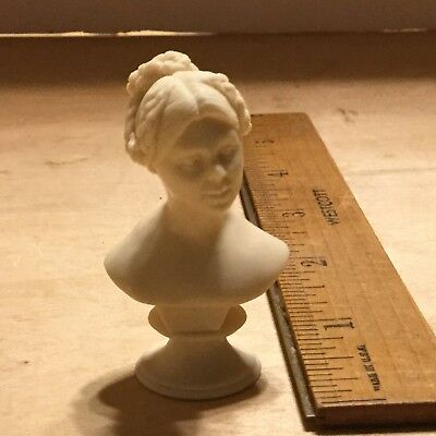 Lovely statue of a lady,By Artisan IGMA Fellow Mary Penet/ Phil LaVigne,VGC