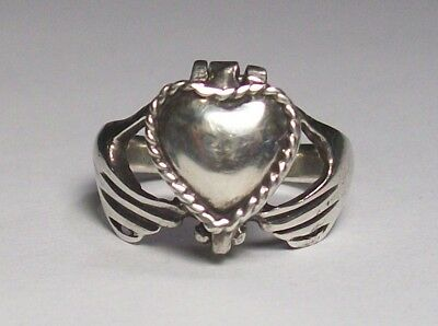 Vintage Sterling Silver 925 Poison Heart Ring Held By Pair Of Hands!!! Wicked!!!