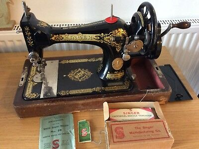 Vintage 1925 SINGER  Sewing Machine 28 Model Hand-Crank With Carry Case