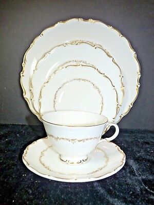 Royal Doulton RICHELIEU 5 Piece Place Setting H4957 Bone China Great Condition