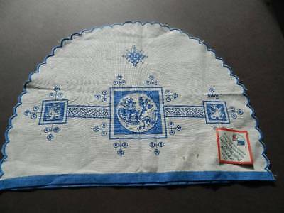Vintage UNUSED  Irish linen tea cosy cover- Blue Willow Pattern design