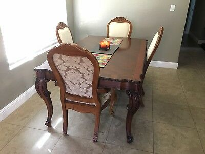 Classic Thomasville dinning table and 4 chairs